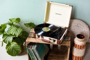 Crosley Crosley Executive - Linnen Brown